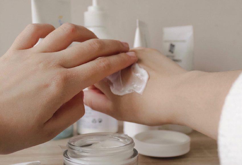 【老化防止、ニキビから乾癬の改善まで】CBDの美肌効果とは?
