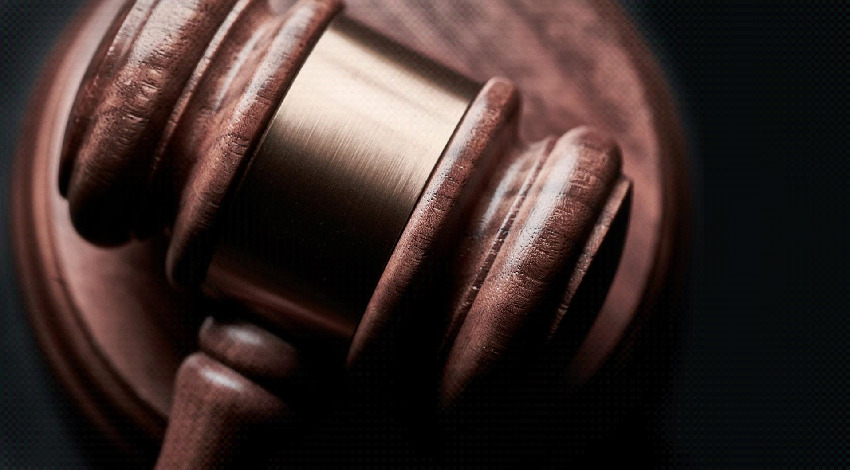 【伝統をヘンプへ】200年の伝統に変化。英國法廷弁護士のかつらがヘンプ製に
